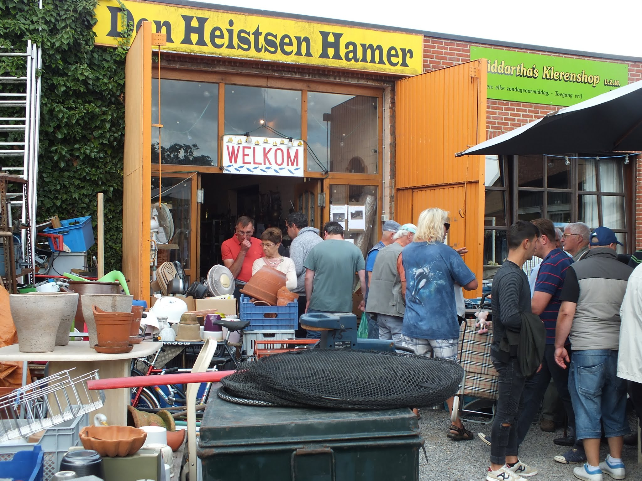 den-heistsen-hamer-winkel-antiek-curiosa-2dehands-buitenzicht